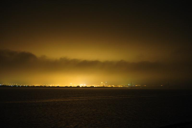 20101213_008 やはり黄海で温帯低気圧が発生し、午前から雨。夜には低気圧の中心がかなり
